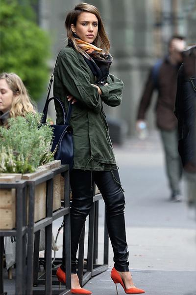 Jessica Alba wears Kurt Geiger London